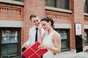 Brooklyn Bridge wedding couple opens cards